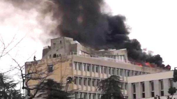 Tűz és robbanások egy egyetemi kampuszon Lyonban