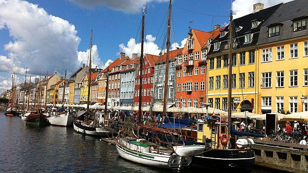 الدنمارك: أول مراسم لمنح الجنسية في ظل قانون المصافحة المثير للجدل