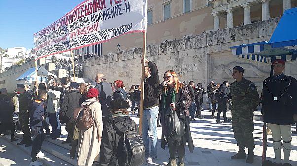 Μικροεπεισόδια στο συλλαλητήριο εκπαιδευτικών στην Αθήνα