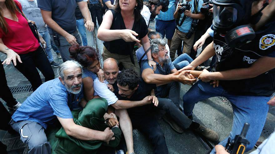İnsan Hakları İzleme Örgütü: Türkiye'de OHAL bitti ama Erdoğan'ın baskı yönetimi devam ediyor