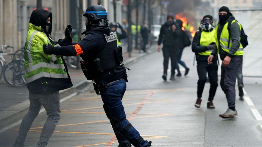 نشریه فرانسوی: در ایران حرکت جلیقهزردها را مقابله با «توحش» میخوانند