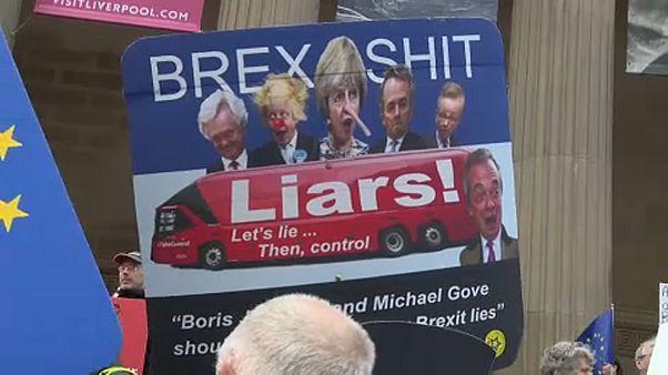 Eine 2. Chance? Theresa May auf der Suche nach Brexit-Plan B