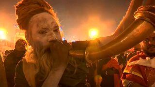 شاهد: الهندوس يستهلون الإحتفال بأكبر مهرجان ديني في العالم