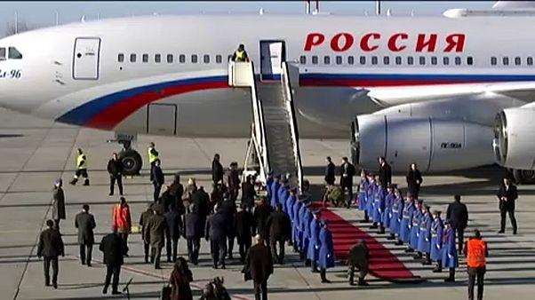 Putyin szorosra fűzi a viszonyt Szerbiával