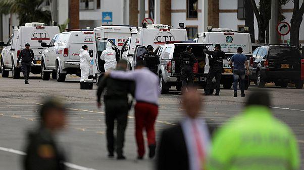 Sangriento atentado con coche bomba contra la escuela de cadetes de policía de Bogotá