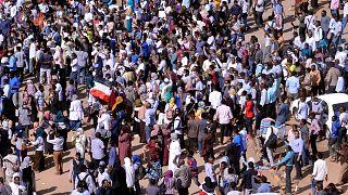 أطباء معارضون: مقتل طبيب وطفل في احتجاجات السودان