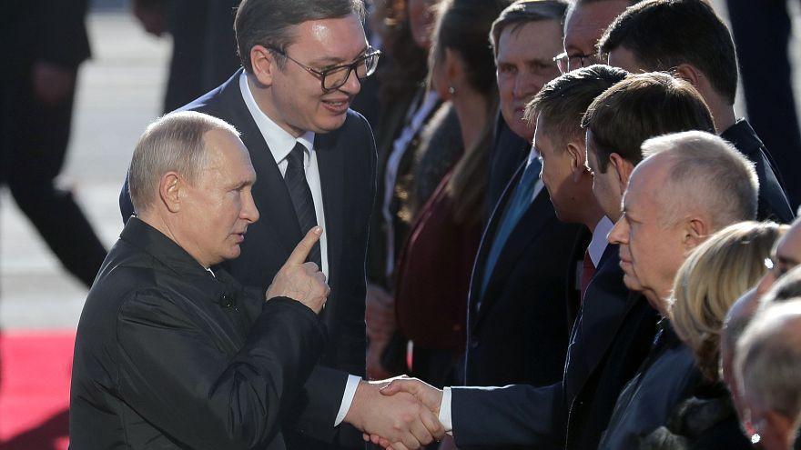 Barátként fogadták Putyint Belgrádban