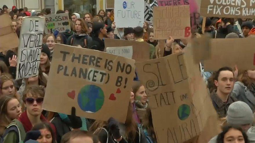 راهپیمایی هزاران دانشآموز بلژیکی در حمایت از محیط زیست