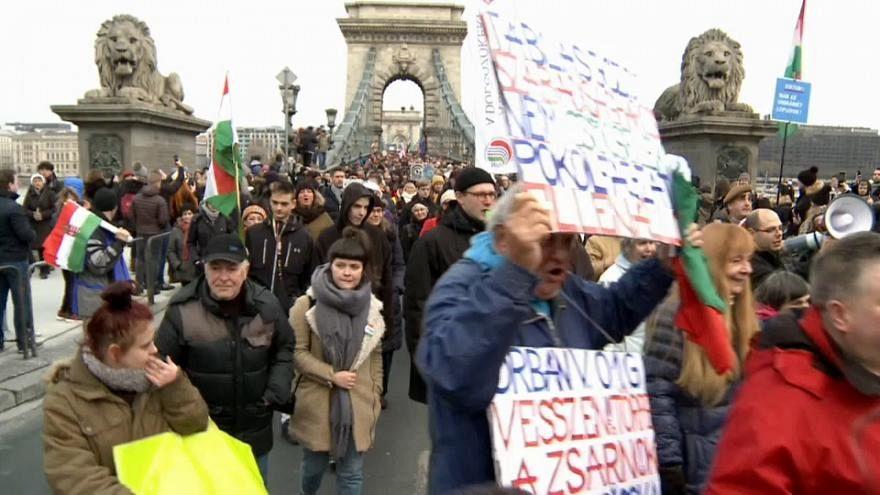 Országos tüntetés, mérsékelt erővel