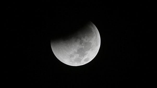 """2021'e kadar son """"kanlı ay"""" tutulması bu haftasonu: Nerden, nasıl izleyebilirsiniz?"""