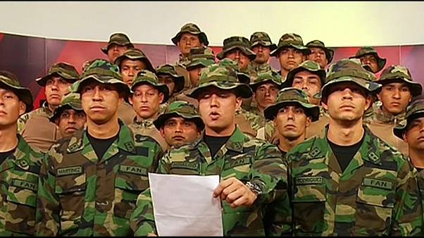 """Soldados venezolanos contra el """"usurpador"""" Maduro"""