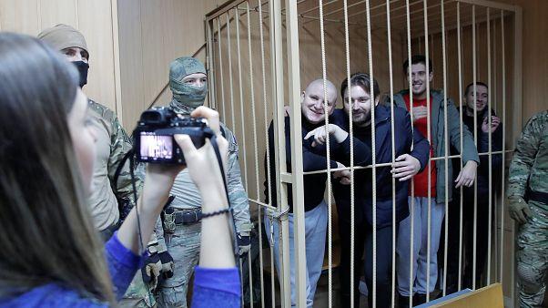 The Cube: украинские моряки - военнопленные или нарушители границы?
