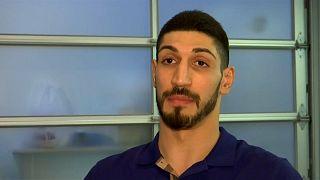 La Turchia vuole estradare Enes Kanter: il cestista non vola a Londra