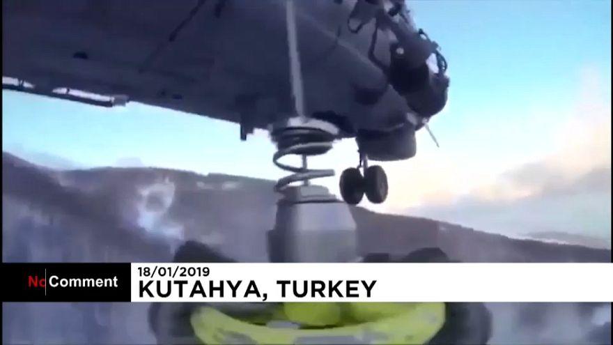 Kütahya'da tipiye yakalanan 4 kişiye helikopterli kurtarma operasyonu