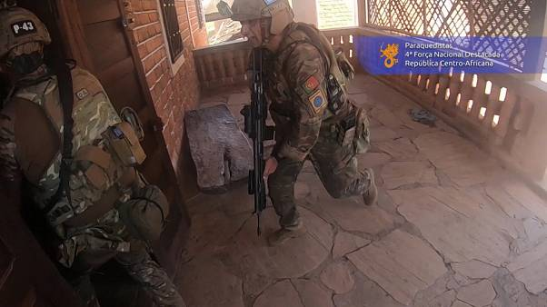 شاهد: تدخل القوات البرتغالية في جمهورية إفريقيا الوسطى إثر هجوم مسلح