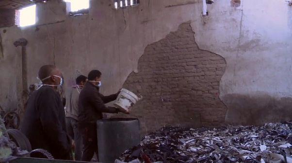 شاهد: ورشة في مصر تختص في إعادة تدوير الملابس المستخدمة