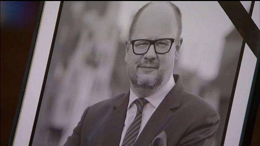 Ezrek búcsúznak a meggyilkolt gdanski polgármestertől
