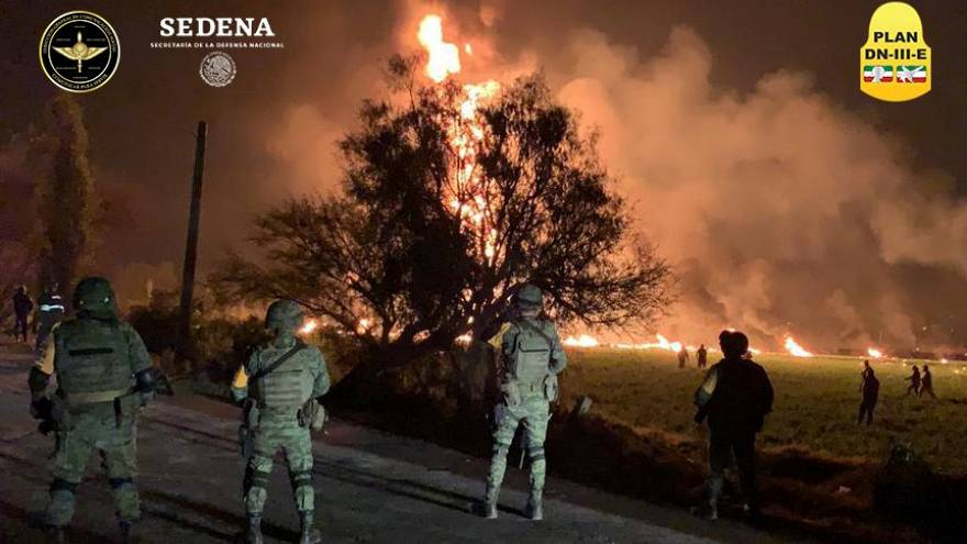 Soldiers attend a fire in Tlahuelilpan, Hidalgo, Mexico on Jan 19, 2019.