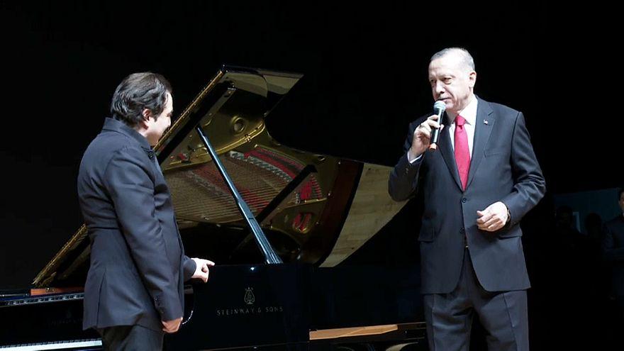 Video | Erdoğan Fazıl Say'ı ayakta alkışladı: 'Sevgili Fazıl çok farklı şekilde takdim etti'