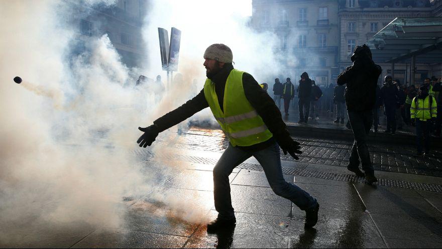 اعتراض جلیقه زردها در فرانسه؛ هزاران نفر برای دهمین هفته به خیابانها آمدند