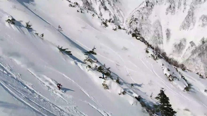 Ein Ski-Freerider am Berg