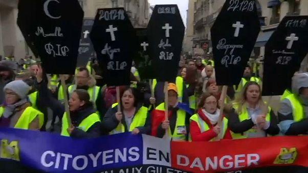 """Nouvelle mobilisation de femmes """"gilets jaunes"""" dans plusieurs villes françaises"""