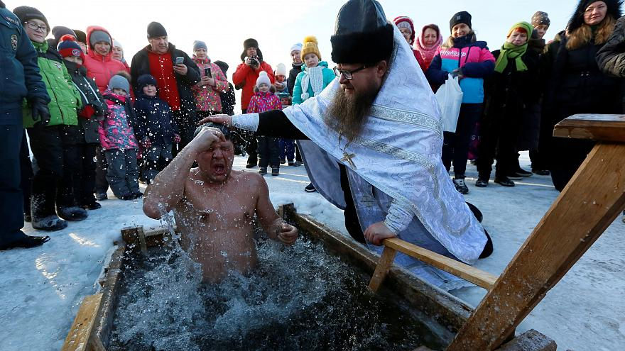 روسیه؛ عید خاجشویان و غسل در دریاچه یخزده