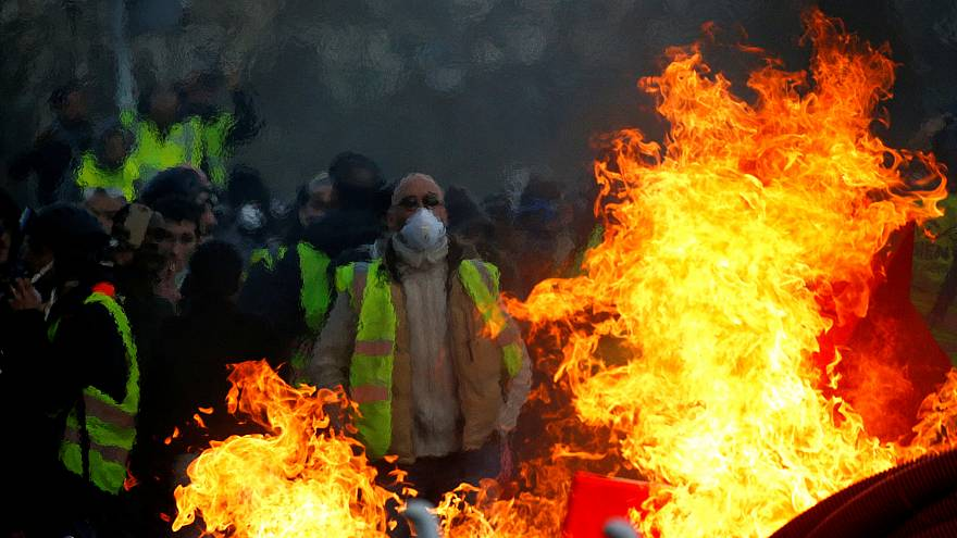"""Many arrests as """"Yellow Vests"""" protests continue"""