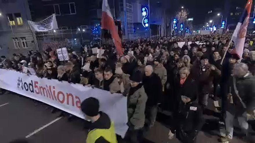Séptimo sábado de protestas en Belgrado contra Vucic