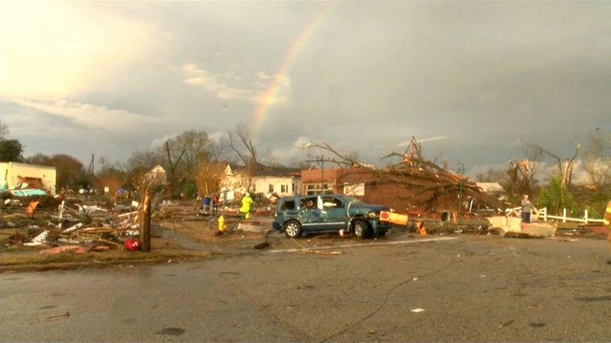 شاهد: اعصار يضرب ألاباما وعاصفة شتوية تتجه نحو الشمال الشرقي للولايات المتحدة