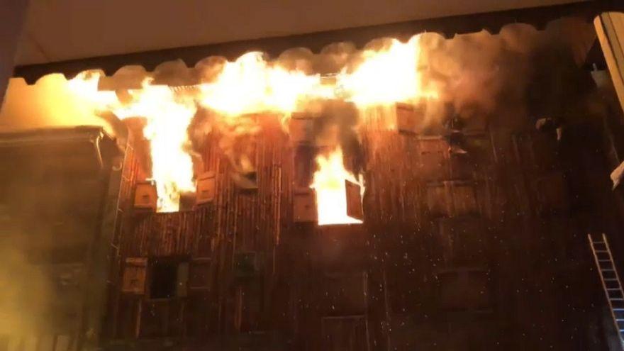 Video   Ünlü kayak merkezi Courchevel'de işçilerin kaldığı binada yangın 2 can aldı