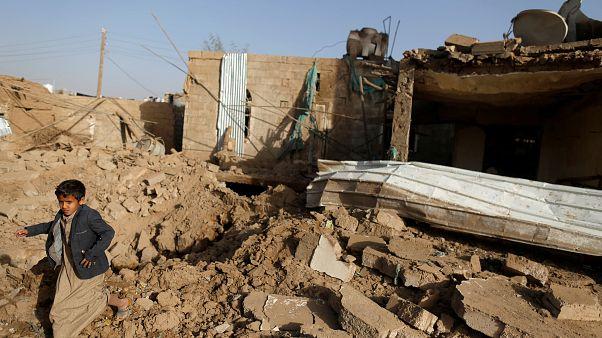 Yemen: Suudi Arabistan öncülüğündeki koalisyon uçakları başkent Sana'yı vurdu