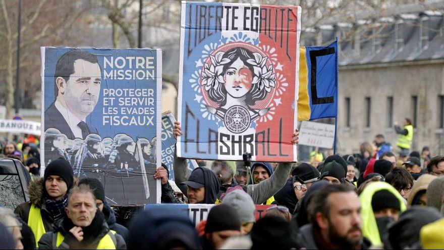 آزادی، برابری، فلشبال؛ تغییر یک شعار برای محکومیت خشونت پلیس فرانسه