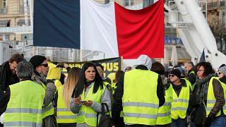 Франция: женщины в желтых жилетах