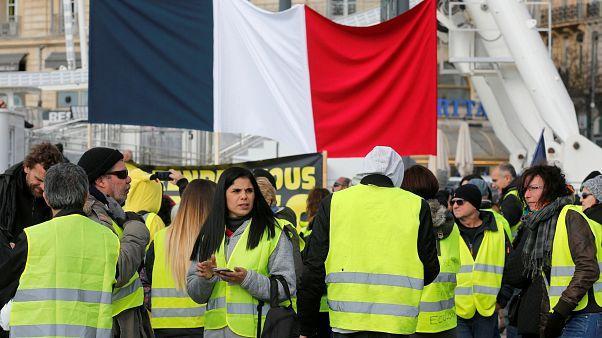 Sarı yelekli kadınlar Paris'te sokağa çıktı