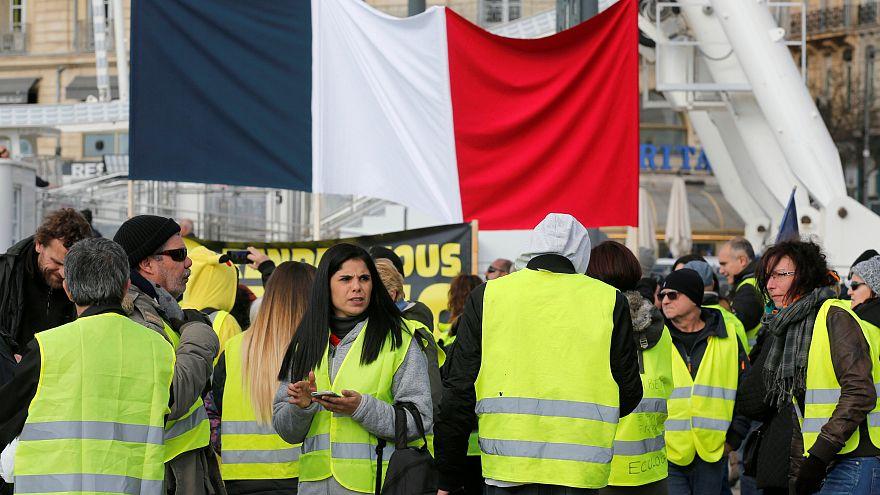 شاهد: نساء السترات الصفراء في باريس وجه جديد للحراك في فرنسا