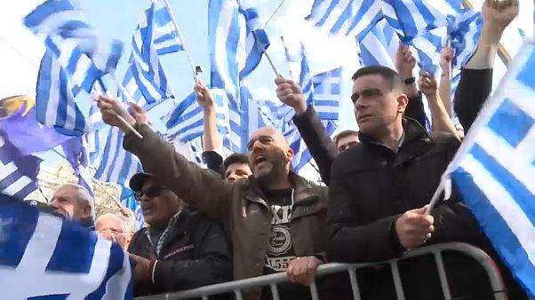 """Протесты в Афинах: """"Не уступим и буквы!"""""""