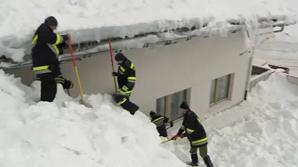 Nyolc méter havat hánytak el Ausztriában