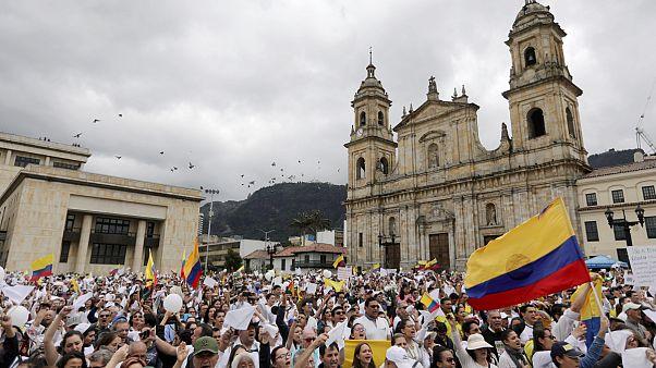 Colombia: migliaia in marcia contro il terrorismo