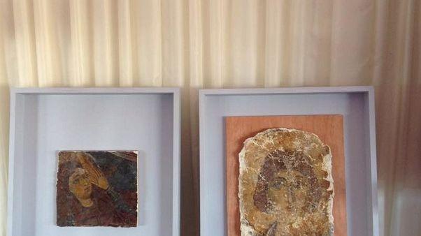 Παραδίδονται στη Χάγη συλημένες τοιχογραφίες από τα κατεχόμενα