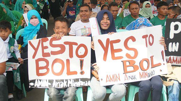 Filipinler'de Mindanao Adası'nda Müslümanların yaşadığı şehre özerklik
