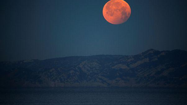 Holdfogyatkozás extrákkal