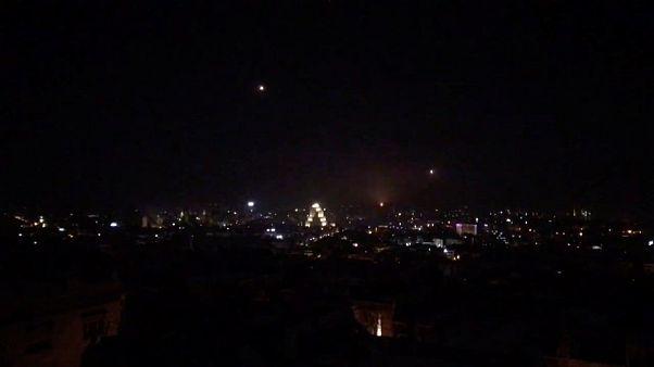 Israel bombardeia alvos iranianos na Síria