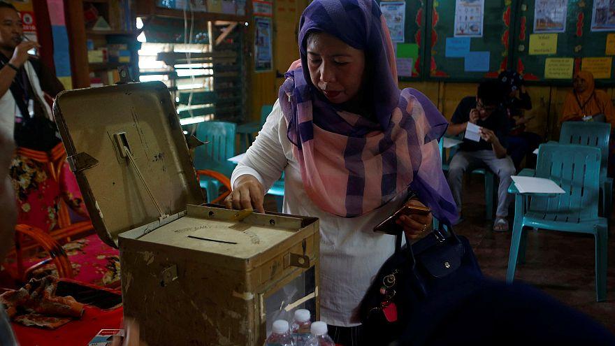 الفلبين تجري استفتاء لمنح المسلمين حكما ذاتيا في الجنوب المضطرب