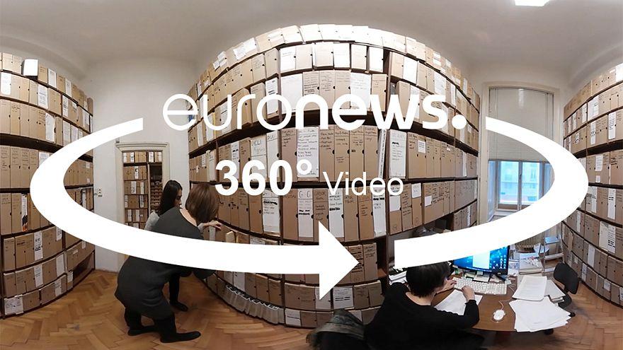 Video 360º: El archivo que guarda la cultura que el comunismo prohibió