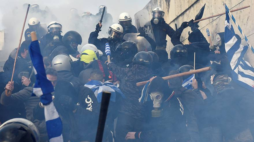 Tens of thousands of Greeks protest FYROM name deal, heavy clashes break out