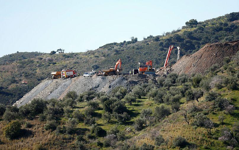 Spagna, tunnel per Julen: i minatori scendono per scavare a mano