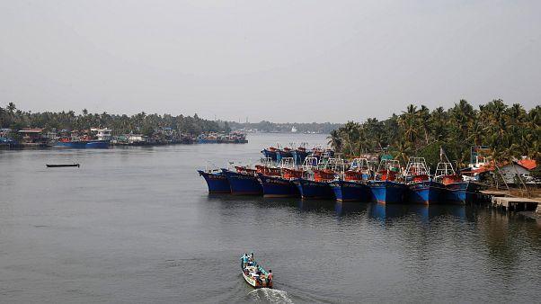 100'den fazla Hint göçmeni taşıyan balıkçı teknesi denizde kayboldu