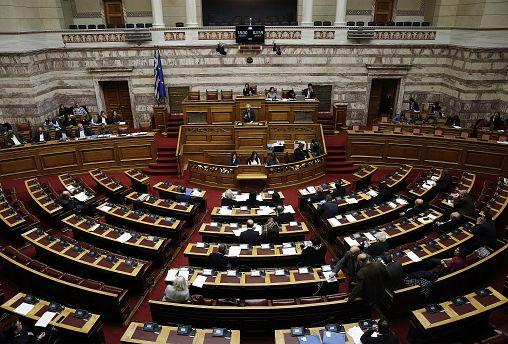 Υψηλοί τόνοι στη Βουλή για τη Συμφωνία των Πρεσπών