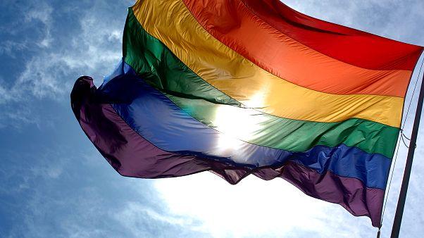 سجن إعلامي مصري لاستضافته مثلياً في برنامجه
